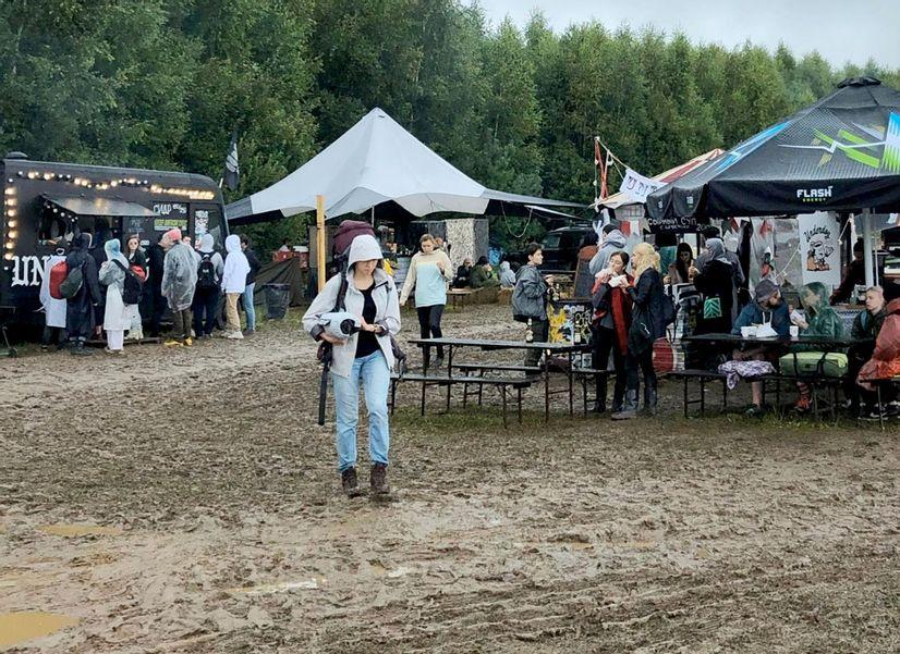 Выжить на музыкальном фестивале: самые нужные вещи для жизни в лесу