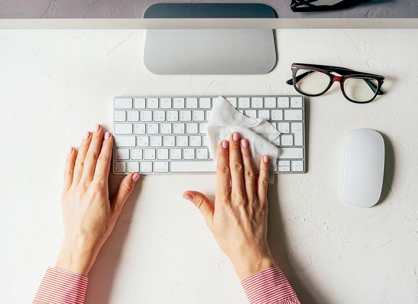 Как быстро почистить клавиатуру: 5 способов