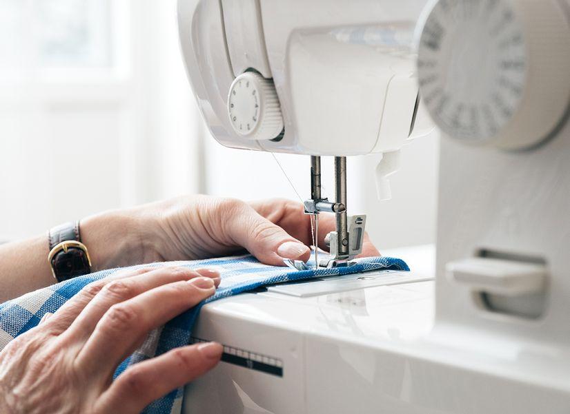 Какую швейную машинку купить маме, чтобы она осталась довольна