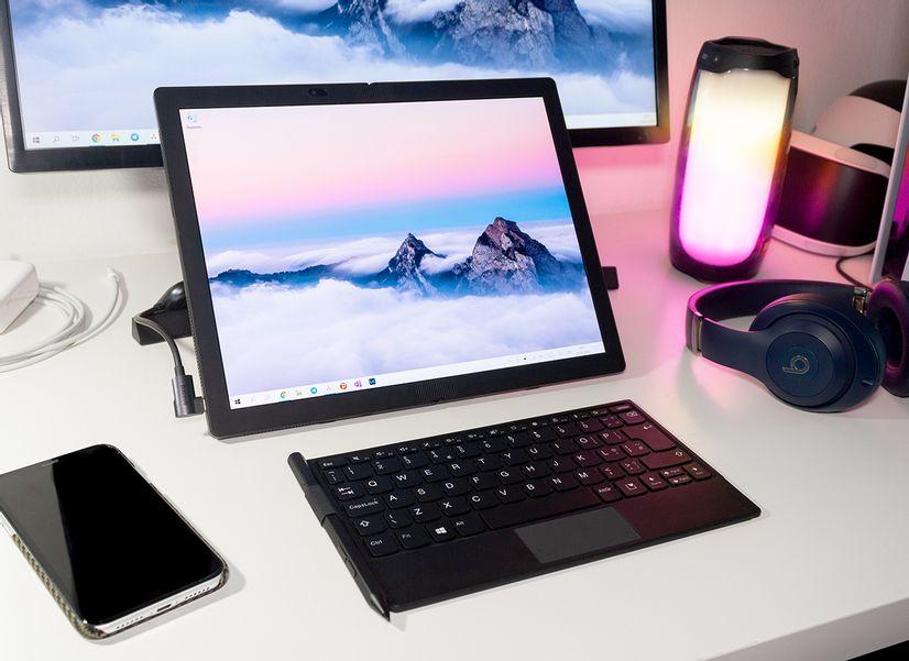 Первый ноутбук с гнущимся экраном — удобнее обычного?